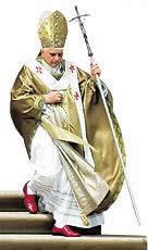 Os sapatos vermelhos do Papa lembram o sangue dos mártires